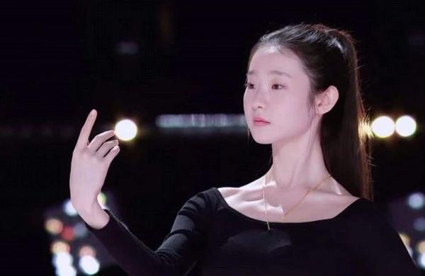 《创3》张艺凡又哭了,不过这次黄子韬没骂她,还对她鼓掌了