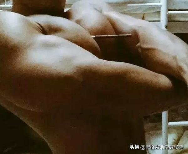胸沟能夹笔? 这些爱健身的肌肉男简直不要太性感了
