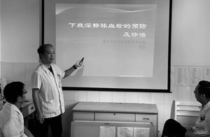 武汉49岁抗疫医生去世前和家人最后的晚餐:爱吃的排骨一口没动,远远看着妻女吃饭,曾攒假想陪女儿高考