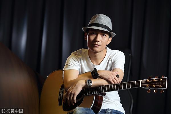 《歌手2》罗琦因身怀六甲宣布退赛 泪洒现场