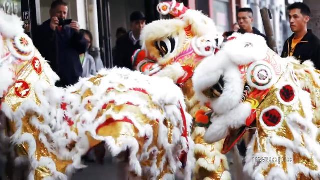 北京精彩连连的舞狮表演,狮队真帅气!