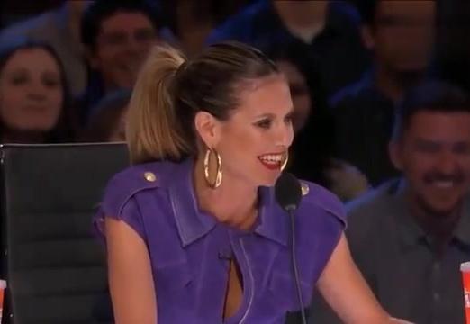 英国达人秀:美女评委现场秀歌喉,舞技炸裂,美呆了