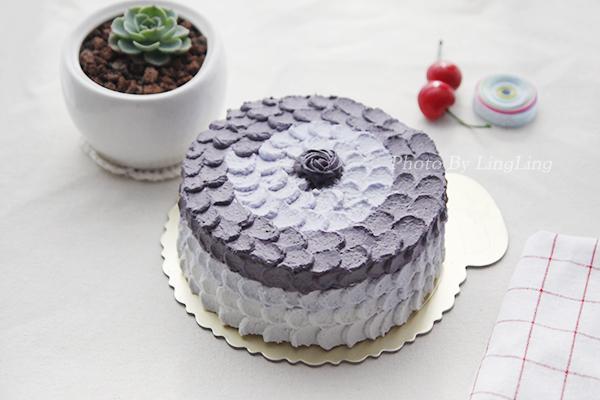 奶油裱花生日蛋糕