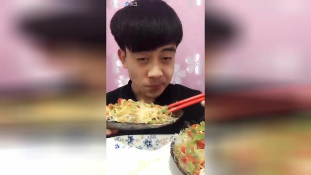 蕾蕾吃蒜蓉帶子粉絲