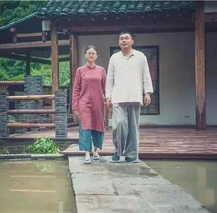 隐居在深山老林的农户人家,他们住着原始生态的房子!