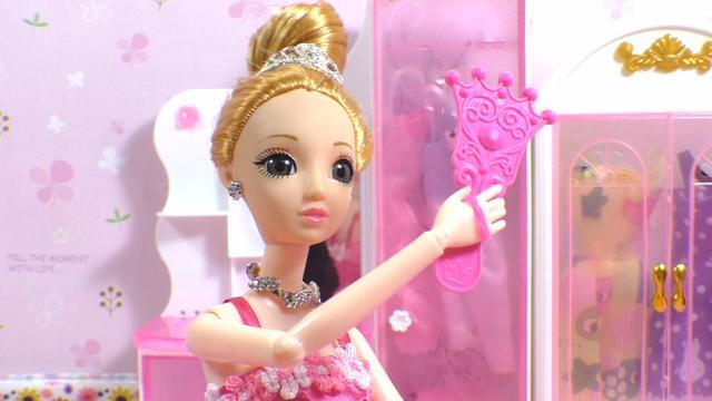 芭比娃娃定格动画:芭比娃娃约会化妆换装房间用品过家家玩具视频