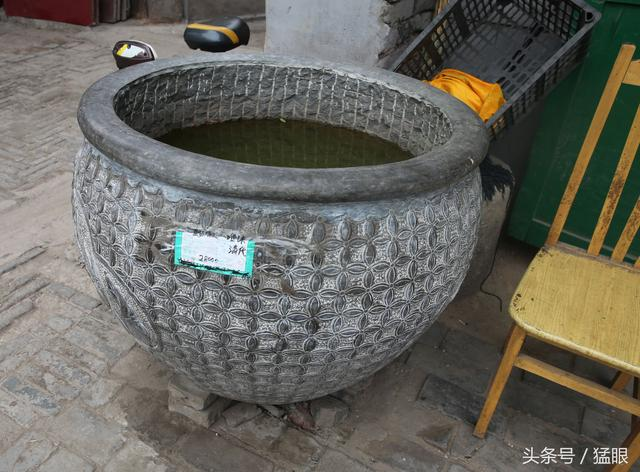 清代石头大鱼缸售价二万八千元,一条多少钱鱼在这里生活更合适