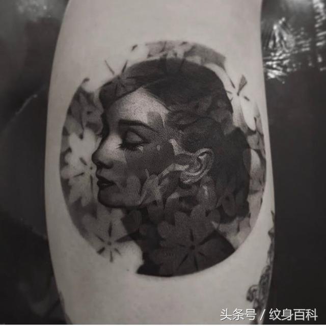 纹身图案男小腿鲤鱼