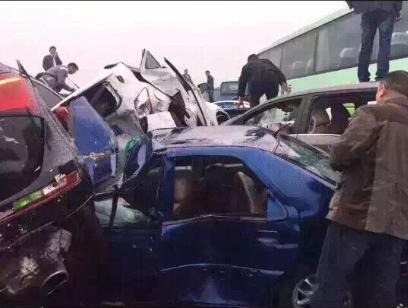 现场图片:沪宁高速今晨发生连环交通事故,多车相撞导... _化龙巷