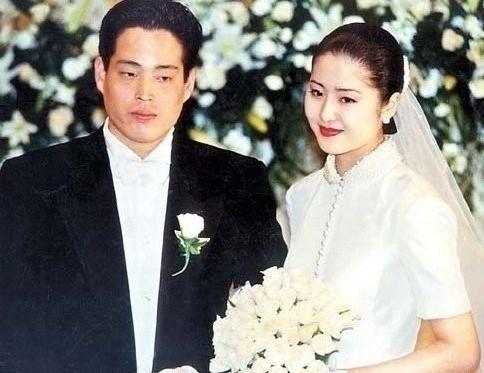高贤贞登时装杂志封面 霸气魅力不输青春偶像