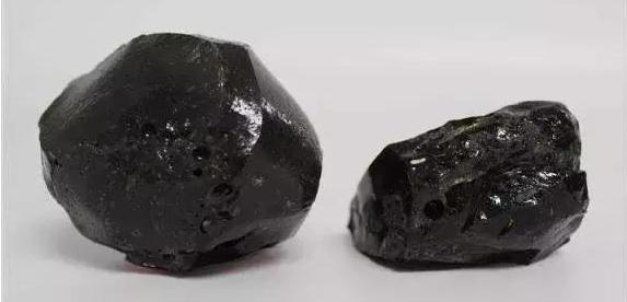 罕见珍贵月亮陨石图