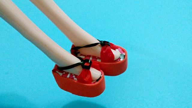 粘土做芭比娃娃的鞋子