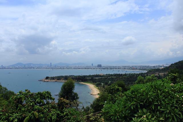 越南岘港美溪沙滩早上的生活中、海鲜特色又新鲜又便宜。