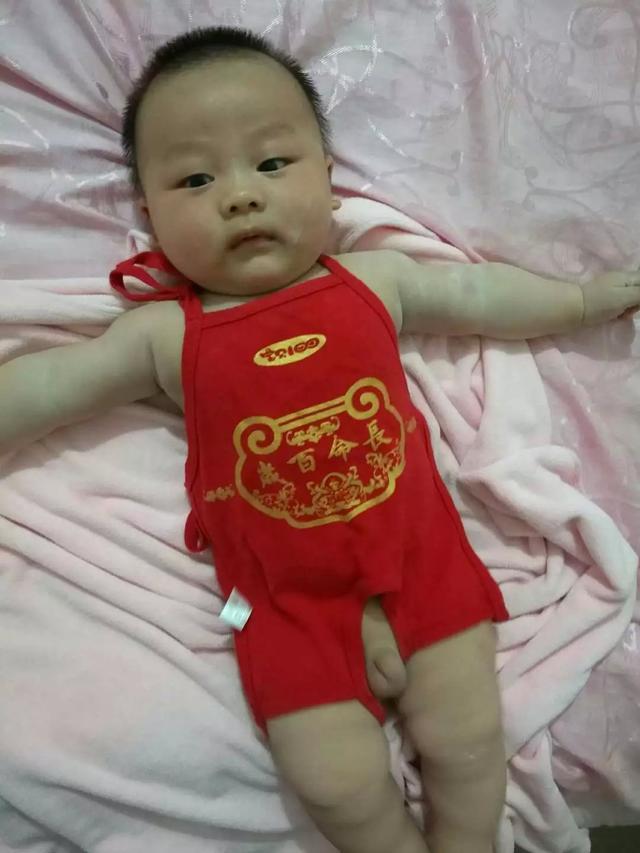 杨颖只穿肚兜图片