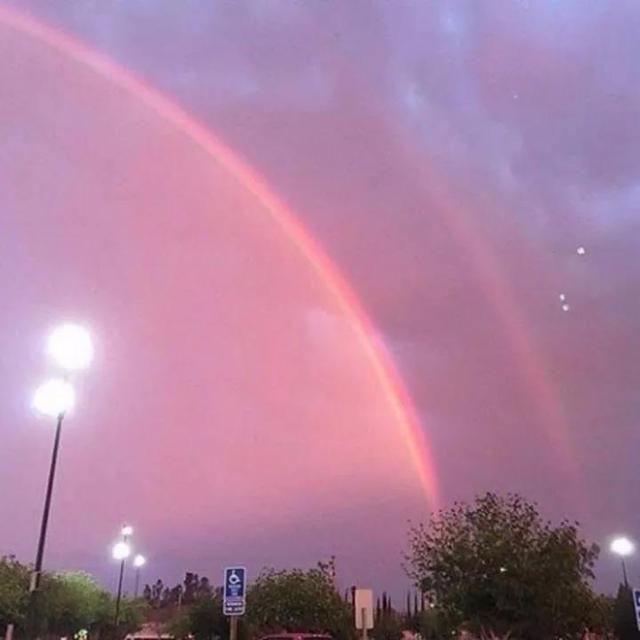 [朋友圈背景图]代表幸运的彩虹