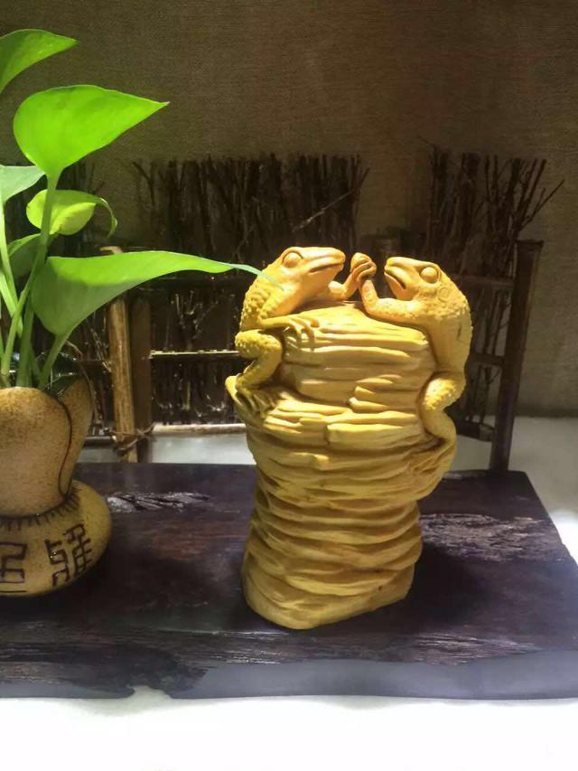 集各种雕刻技艺于一体的黄杨木雕,雕出来的摆件极富艺术性