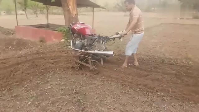 农民大叔突发奇想,竟然将摩托车改装成耕地机,别... _网易视频
