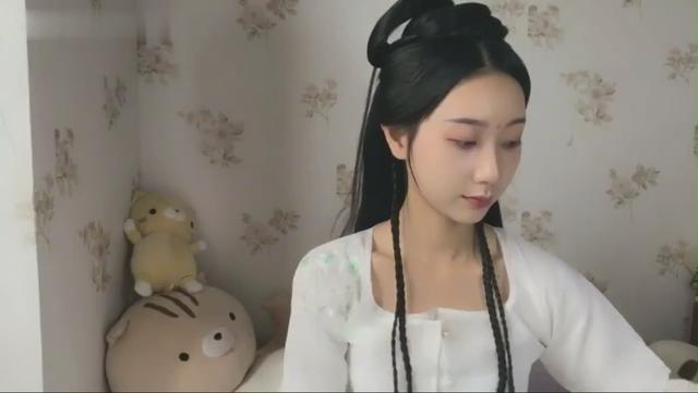 分享一个短发妹子的汉服发型教程,超好看