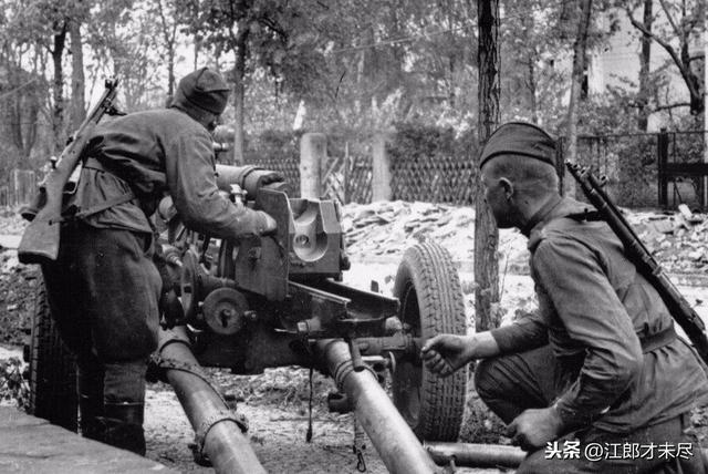 """二战末期,苏军以巨大牺牲攻入柏林,德军""""千年帝国梦""""即将崩塌"""
