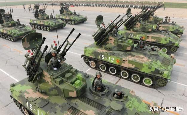 新款04式步兵战车,采用一百毫米滑膛炮,可直接发射导弹攻击坦克
