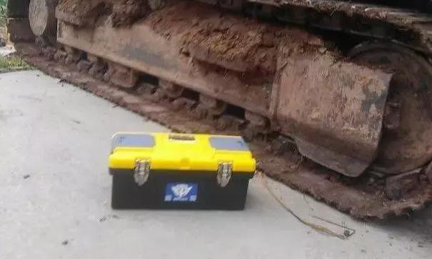 挖掘机冷却液报警?