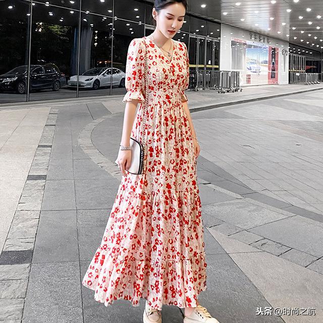 上海高挑美女连衣长裙