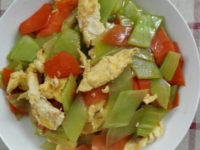 美食推荐:鸡蛋炒笋片,双椒草菇,山楂小排这几道家常菜的做法