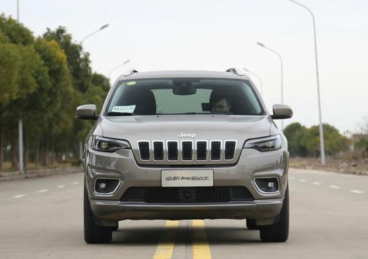 jeep自由光白底图