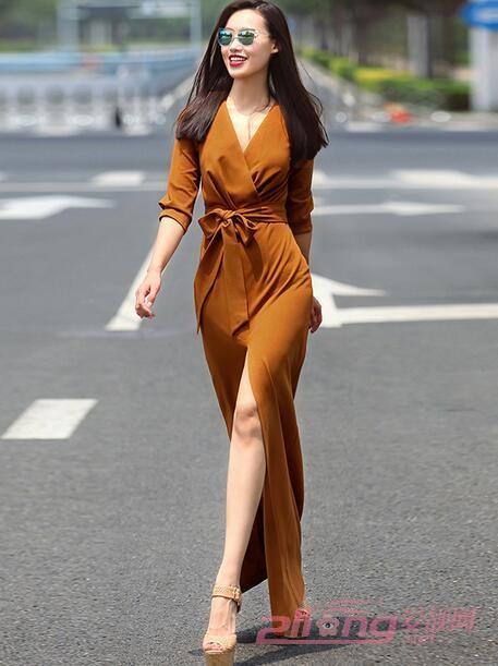 刺绣拖地长裙连衣裙