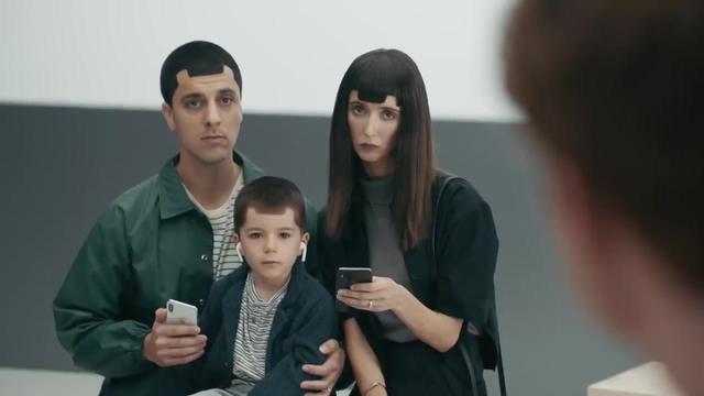 三星折叠手机Galaxy Fold广告片,超酷!未来的手机就应该是这样