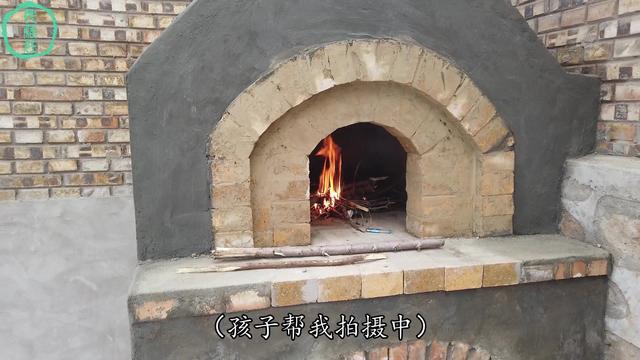 美国工匠手工制作披萨烤炉,只为一口原始醇香的味道