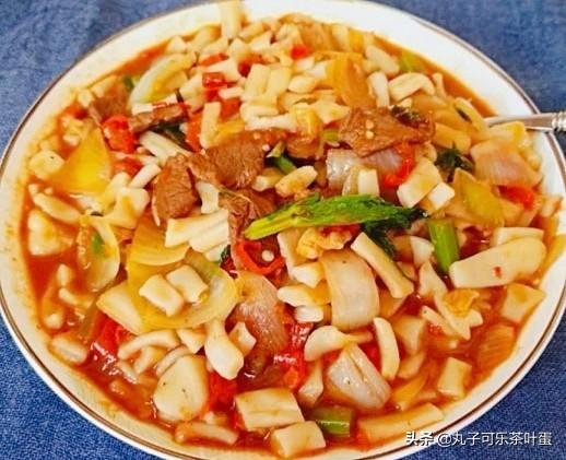 丁丁炒面(教你一道香糯有味、好吃过瘾的地道新疆美食)。