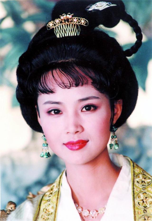 53岁茹萍隐藏多年的丈夫,原来是娱乐圈老熟人,继子和女儿是演员