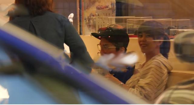 53岁林志炫承认已婚,妻子娇小可人,儿子已读国中身形神似爸