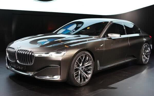 新款宝马9系,巅峰之作,上车忍不住要脱鞋,内饰根本就是来自未来,从里到外都是科技元素