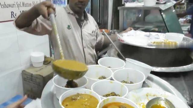印度街头的羊肉汤,一碗羊汤,半碗咖喱,看着完全没有食欲!