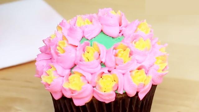 最新生日蛋糕奶油裱花視頻教程,每一朵花都漂亮有創意,太美了