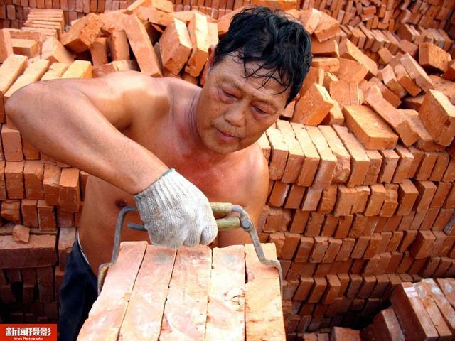 农民工下水泥图片