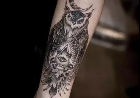 小臂内侧几何空间点刺纹身图案 - 刺青会