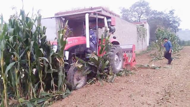 玉米秸杆回收机