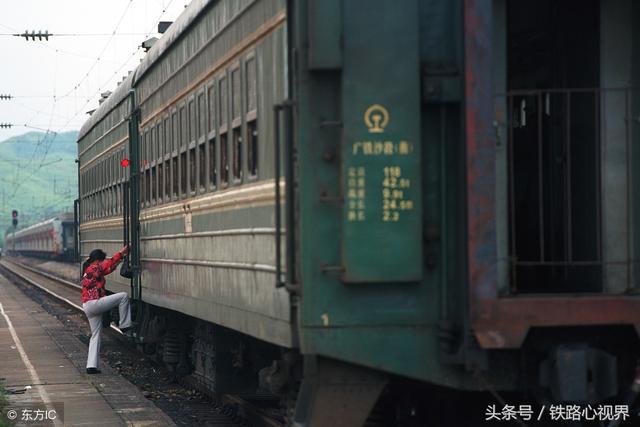 坐火车离开的伤感图片