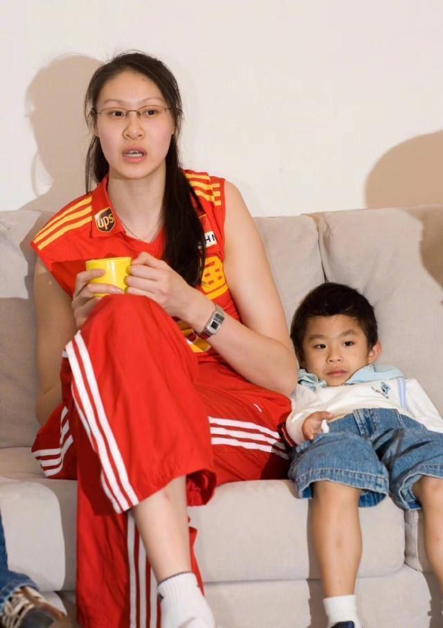 赵蕊蕊晒人生感悟,品茶吃苹果看书,38岁单身不显老 第5张