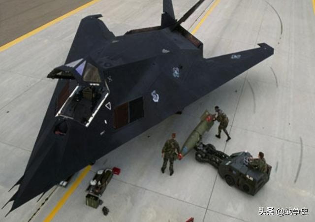 美国经典隐形战机F-117那么早退役与中国有关?南联盟立功了