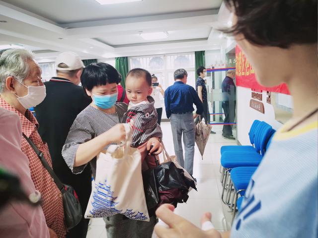 端午送健康_香囊传真情—南京天佑儿童医院开展送健康进社区活动