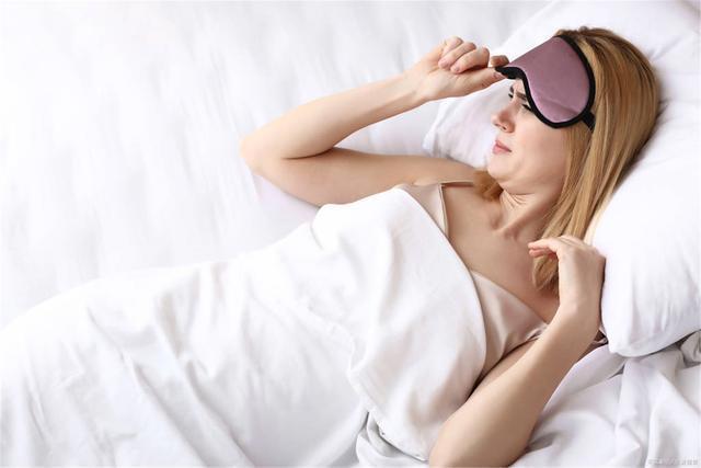睡觉老是在凌晨两三点突然起来,怎么回事?