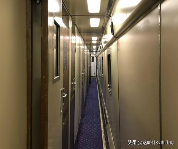 火车内部硬卧图片