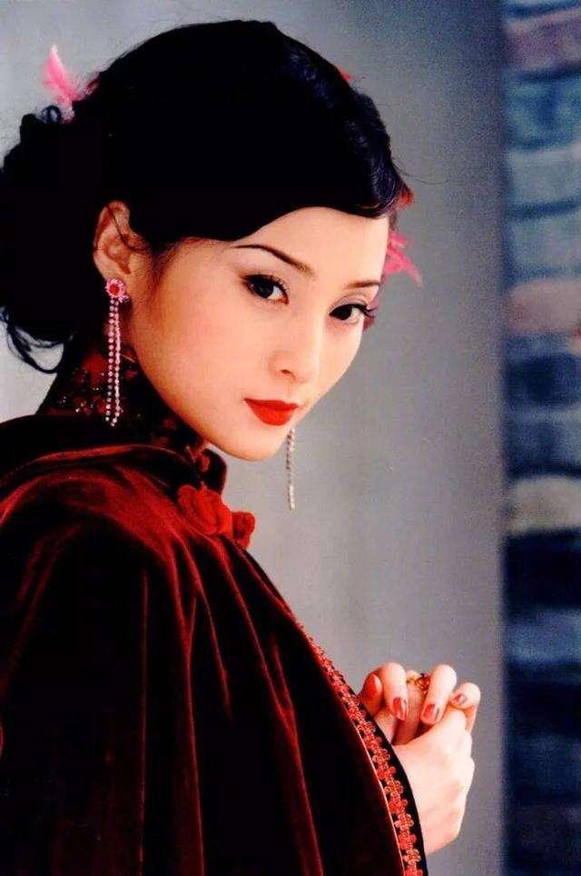 《半生缘》|精致穷、角色错位,从曼璐的悲剧看中国式家庭的问题