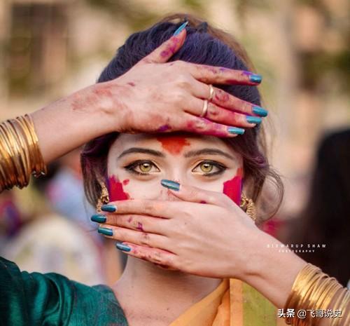 印度分白色人种和黑色人种, 看看他们之间的颜色差... _新浪看点