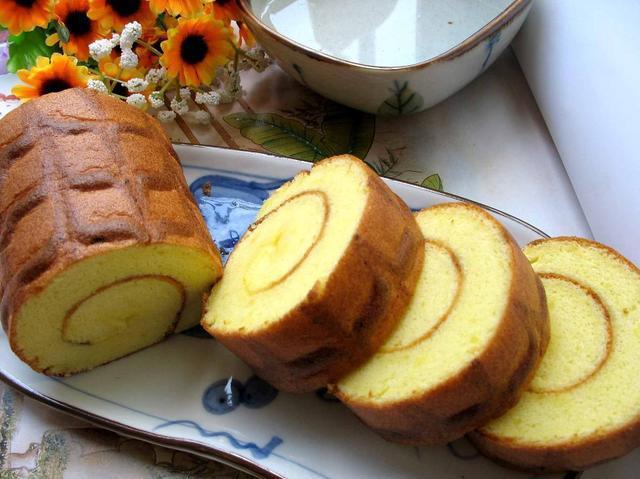 手把手教你做蛋糕卷,掌握一個技巧,香甜綿軟,口感細膩超好吃