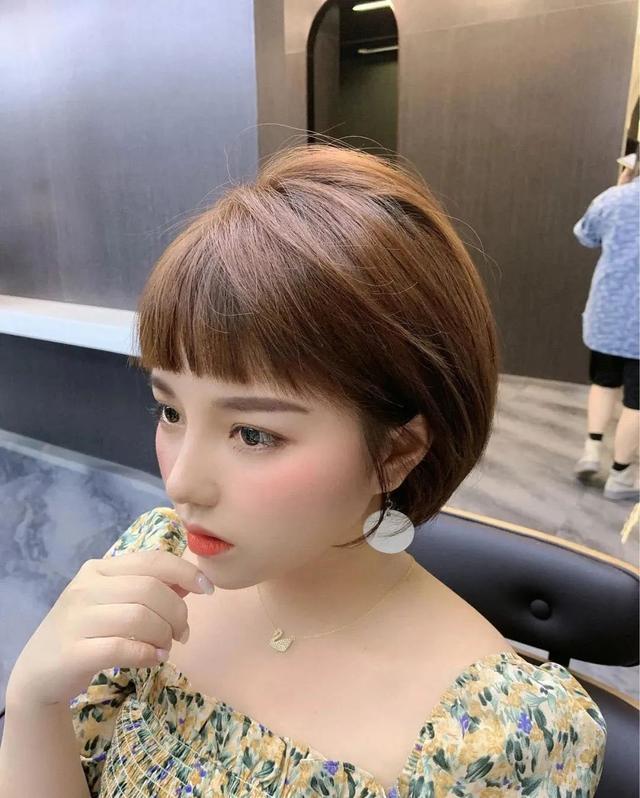 4种带刘海的短发发型,带你轻松修饰不完美的脸型